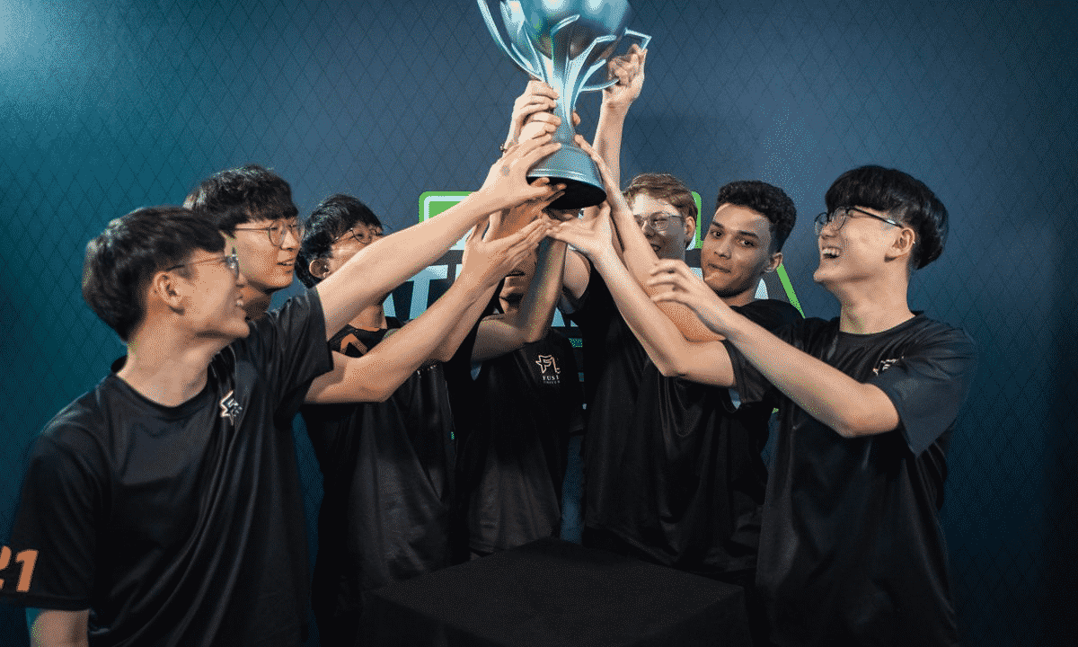 The roster from Fusion University hold up the trophy after taking victory at the Atlantic Showdown 2019