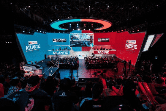 A live series between teams from the Atlantic and Pacific divisions plays out on stage